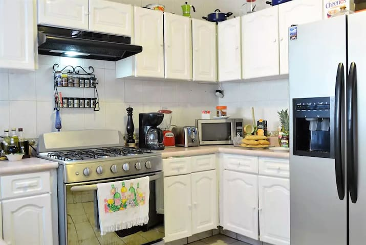Small but very effiecent and well equipped kitchen with service for 10 guests.