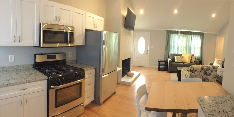 Just 1 minute walk to Englewood Beach,newly built.
