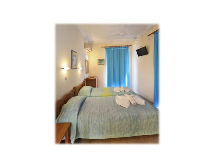 Gem city double room with sea view across beach