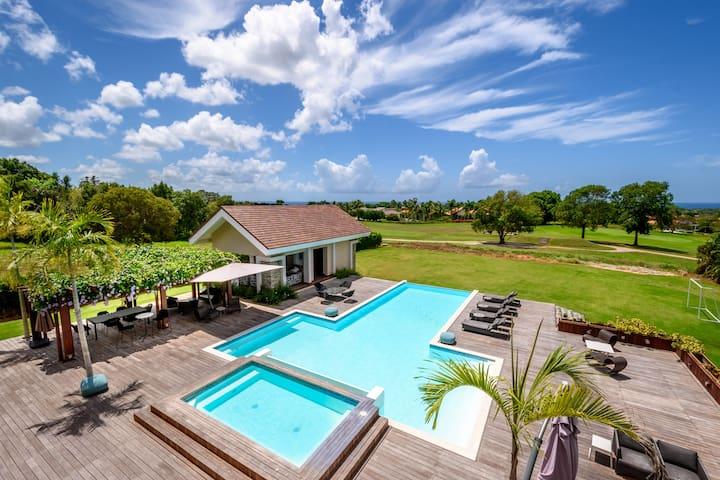Gorgeous Tropical Villa Golf Front