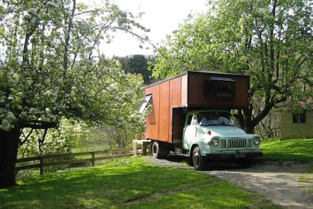 Kiwi House Truck in the magical Okuti Garden - Okuti Valley