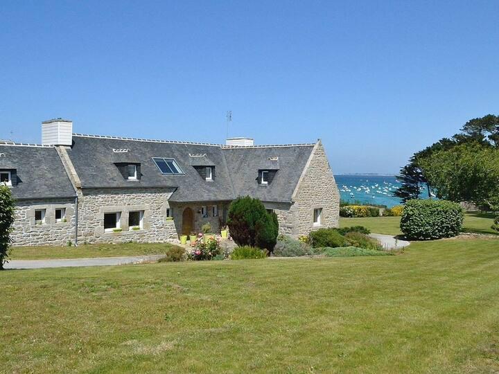 Maison en pierre vue mer plage à pied