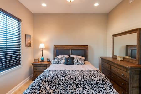 Master bedroom w/ private bathroom - Morgan Hill