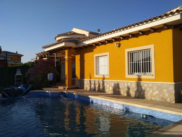 Cozy villa, with pool, on the outskirts of Aspe