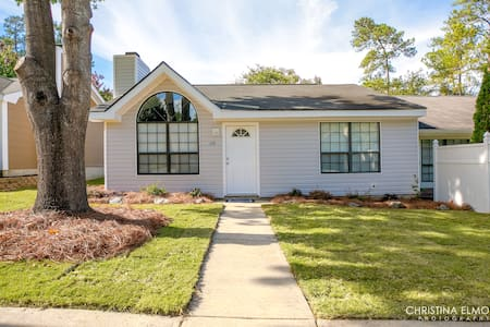 The Cozy Condo less than 5 miles from Robins AFB!