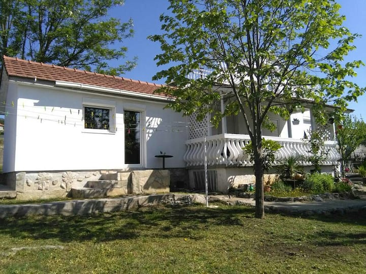 Podgorica place for 2, with parking