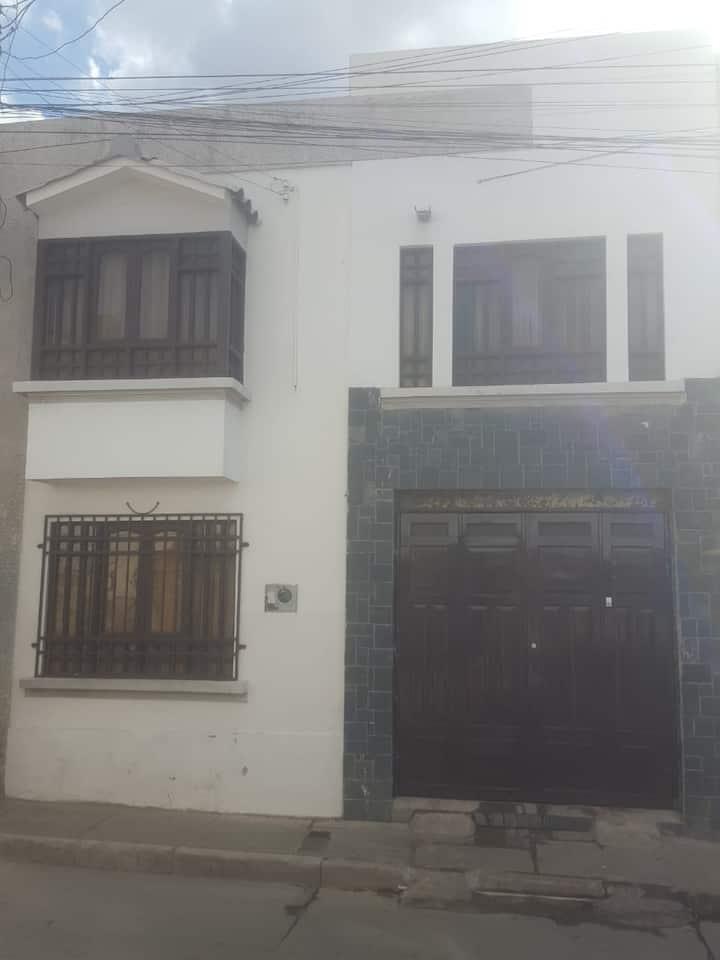 Casa  céntrica en area patrimonial de Sucre