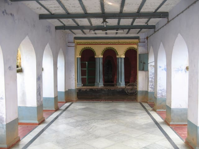 Nat Mandir Of The Radha Madhav Ji Temple