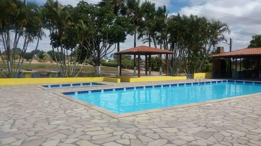 Casa de fazenda com piscinas!