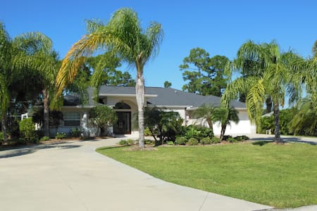 Private Retreat in the Heart of Port Charlotte - Port Charlotte