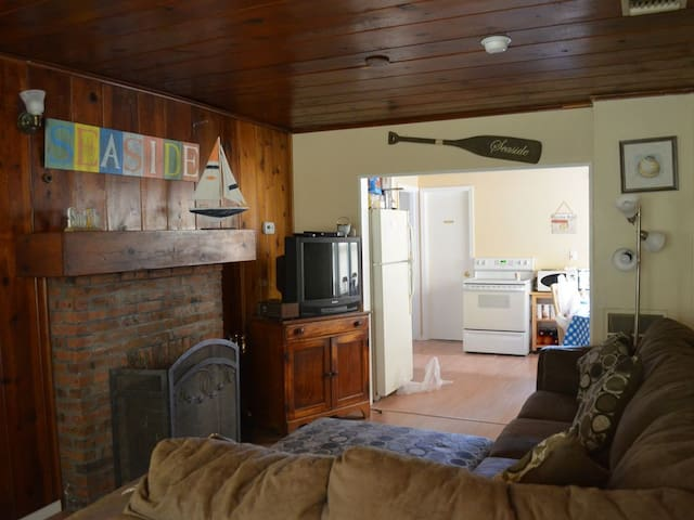 Make Vacation Easy - Stay 3 Houses from the Boardwalk/Beach