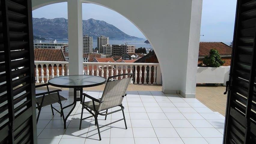 Fantastic view, garden,sun and sea - Budva - Appartement