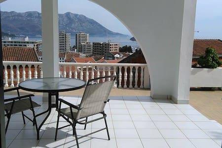 Fantastic view, garden,sun and sea - 布德瓦 - 公寓