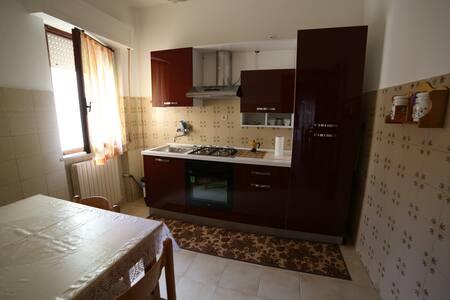 Affitta camere/appartamento. Prezzi adattabili! - Civitanova Marche - Lakás