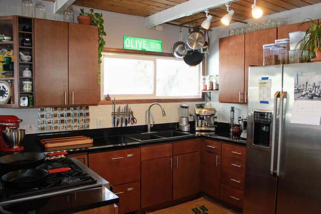 Gas stove/oven, stainless steel appliances, granite counters + espresso machine!