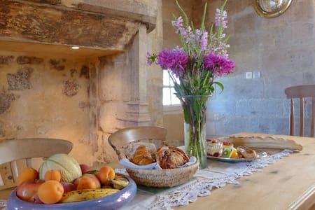 Designer Vintage In Medieval St Cyprien, Dordogne.