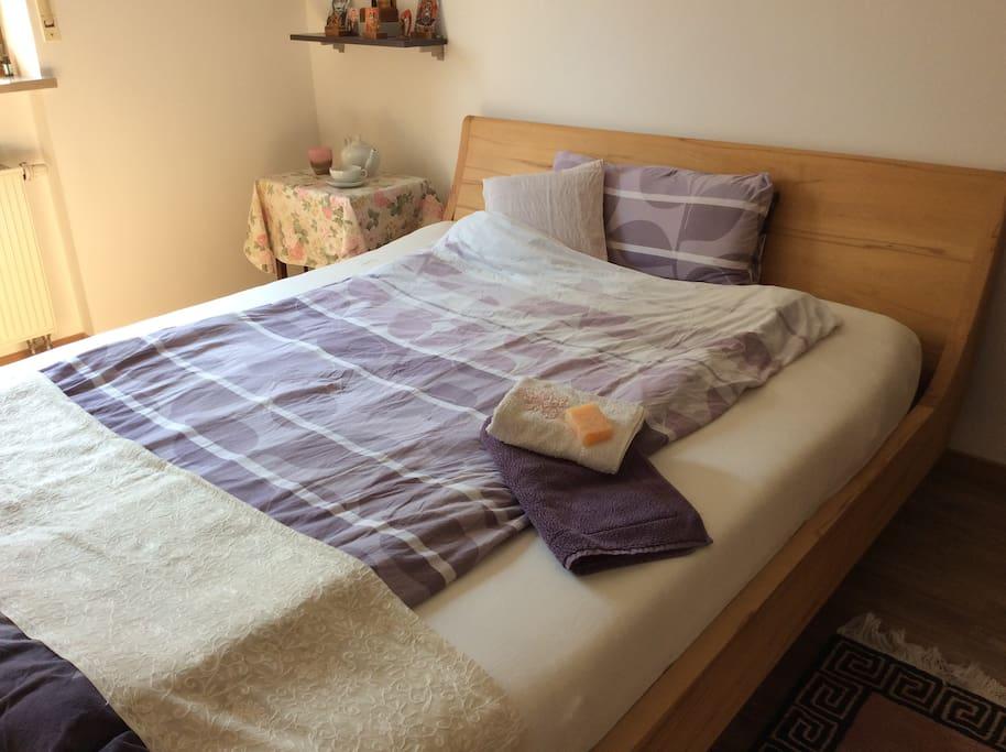 Großes Bett (160 x 200 cm)