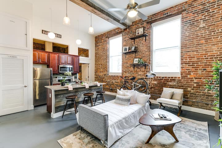 Cozy renovated apt walking to Main St Station &MCV