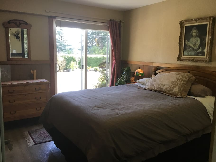 Bedroom with Queen Stearns And Foster Kinnersley Mattress Set