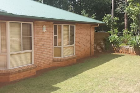 Entire Unit-4 Bed/2 Bedroom-Highfields, Toowoomba
