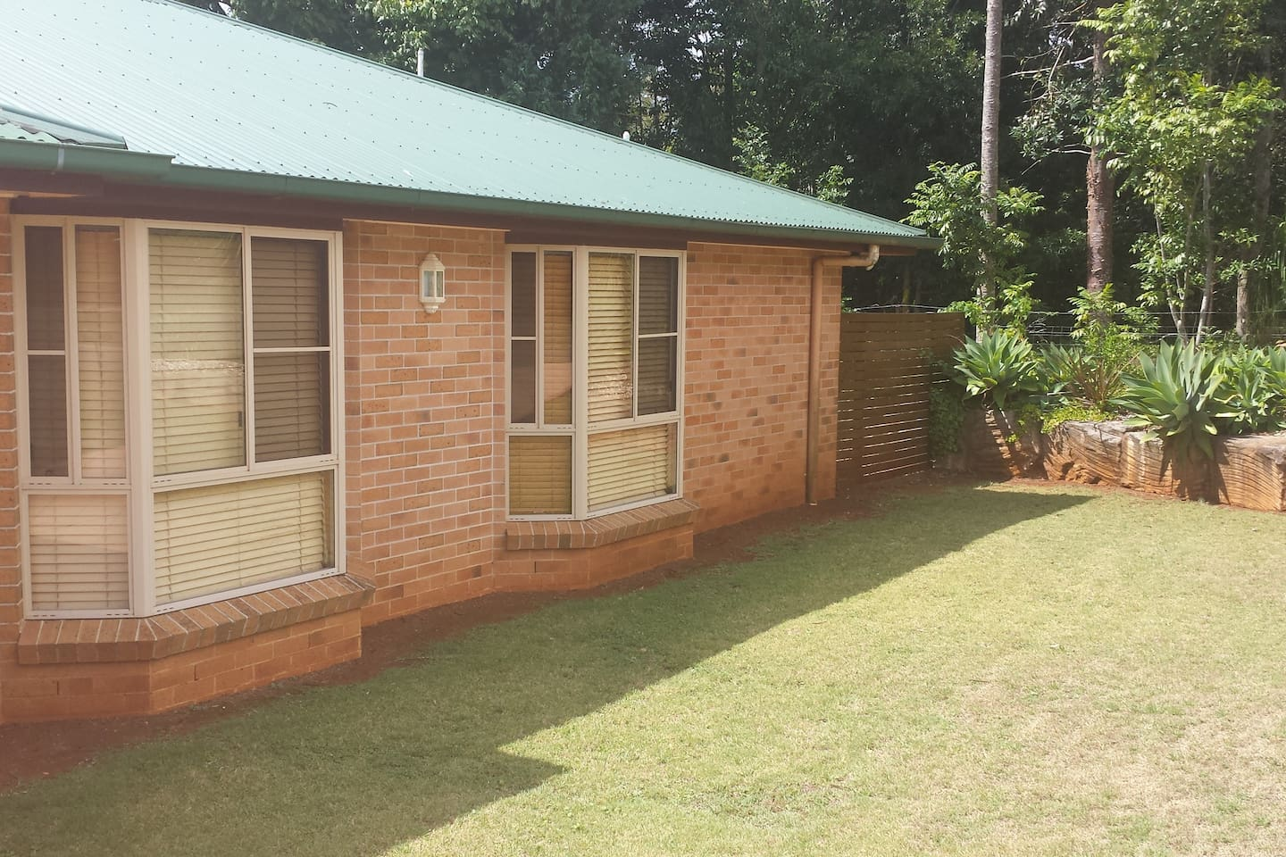 Modern Brick Veneer Air-conditioned 2 Bedroom Unit with Private Entry and on-site Parking