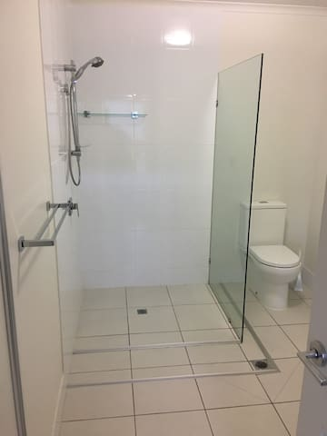 1770 King 2BD Swim out (Free cleaning and WiFi)