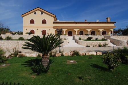 "Villa Giulia - ""Ulivo room"" - Santa Croce Camerina - วิลล่า"