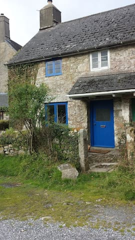 Self contained 500 year old Dartmoor cottage.