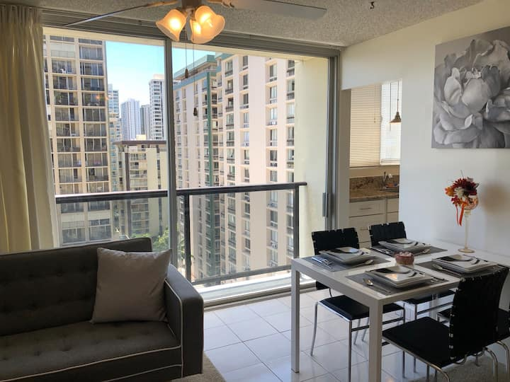 NEWLY FURNISHED 1BR Condo in heart of Waikiki