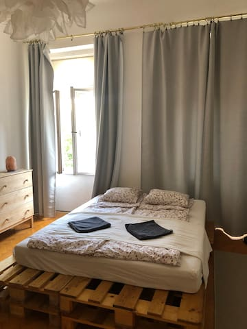2-bedroom apartment, near the main train station