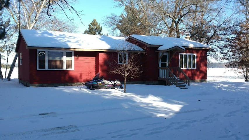 Peaceful Retreat w/access to SNOWMOBILE TRAILS!!!