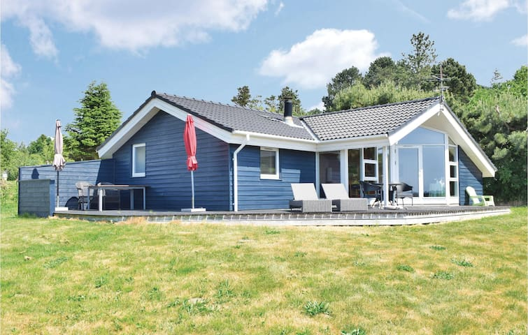 Holiday cottage with 2 bedrooms on 72m² in Knebel