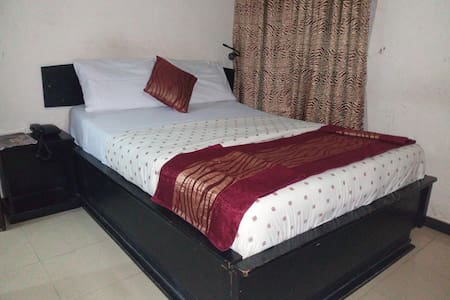 Roneks Royal Hotel - Travelers Suite