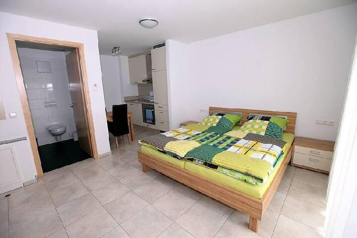 Marinas Ferienwohnungen, (Bad Urach), Apartment 1, 28qm, 1 Wohn-/Schlafzimmer, max. 2 Personen