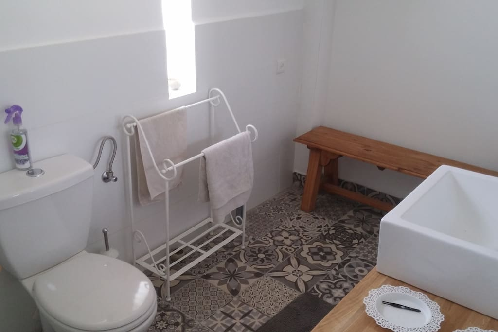Bathroom  חדר אמבטיה