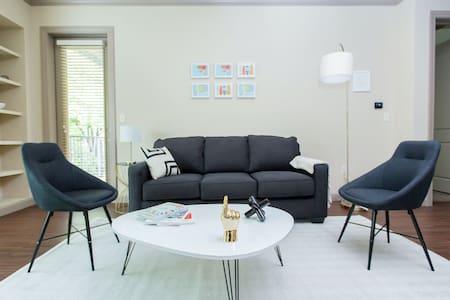 Kasa | St. Louis | Stylish 2BD/2BA Central West End Apartment