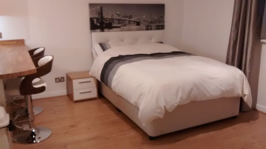 Modern Luxury Self Contained Studio Apartment - Seaton Carew - Apartment