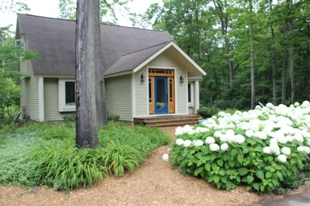 "'20 Summer Openings! Location! ""Hydrangea House"""