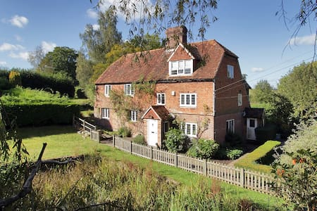 Paines Farmhouse, w. pool + tennis! - Goudhurst - Pousada
