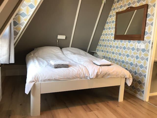 Nice room near to city center and ferry to Texel