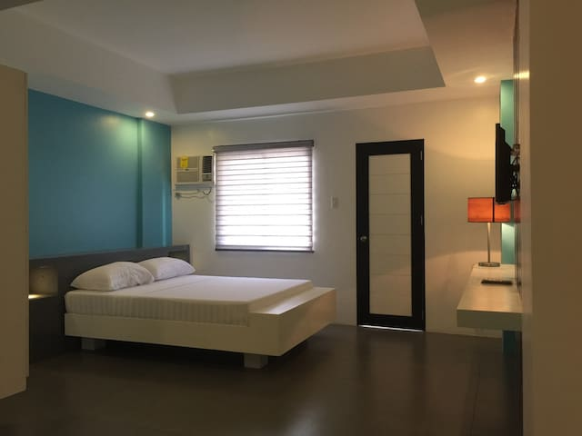 Amable Suites Hotel w/ BREAKFAST for 2