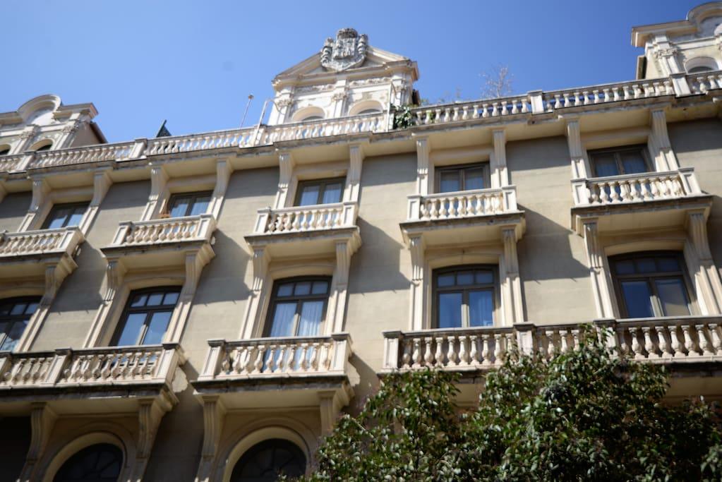 Fachada con el escudo de los Marqueses de Valdeterrazo