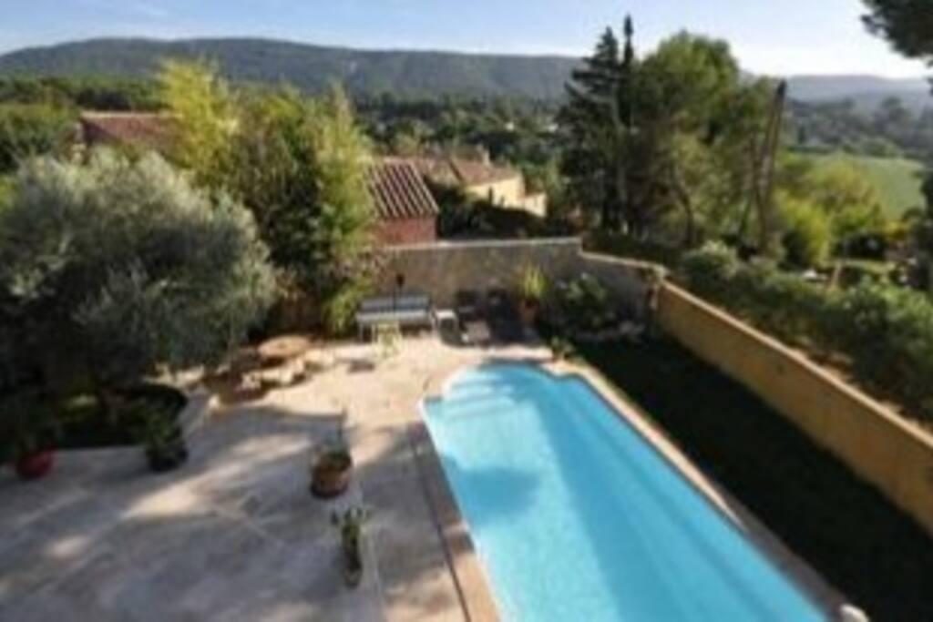 vue de chambre 1 sur terrasse/piscine