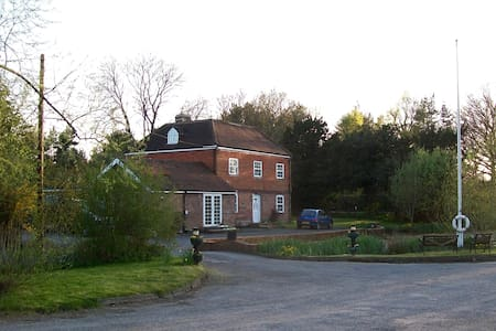 Stantons Hall Farm - Lingfield - Bed & Breakfast