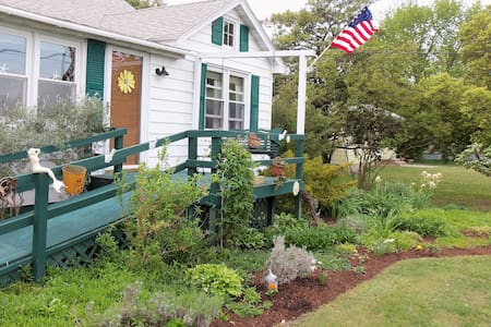 Hard Head Cottage,Charming and Cozy - Tilghman Island - บ้าน