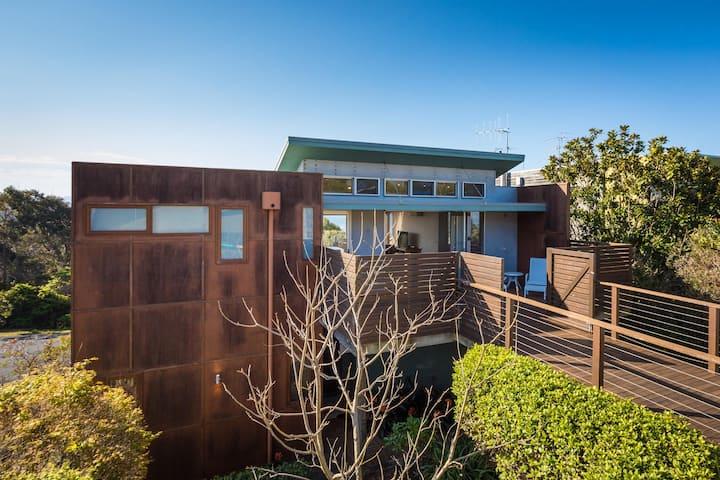 Dream Beach House (premium front row living)