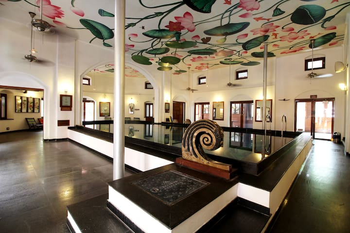 Modern Heritage Classic Room