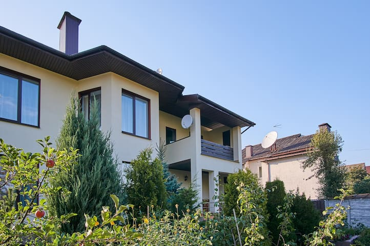 BIRDS NEST 3 -quiet house in city for you to relax