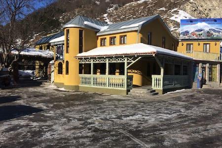 """Hotel-Restaurant """"Kakhaberi"""" - пасанаури"""