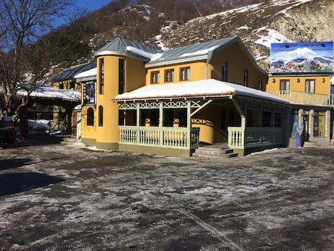 """Hotel-Restaurant """"Kakhaberi"""""""